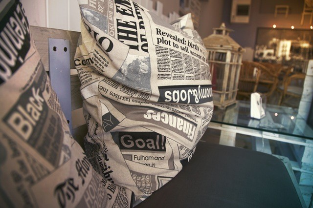新聞、株式投資