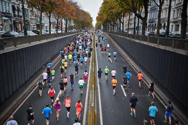 積立投資 出口戦略street-marathon-1149220_640
